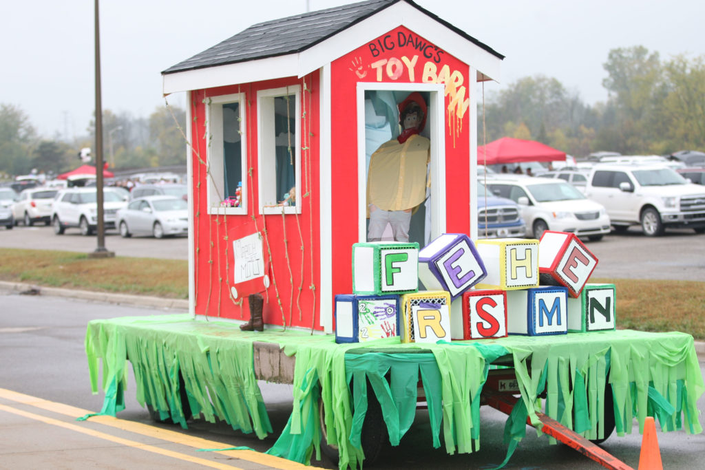 Freshman float (Photo by Mike Nicley)