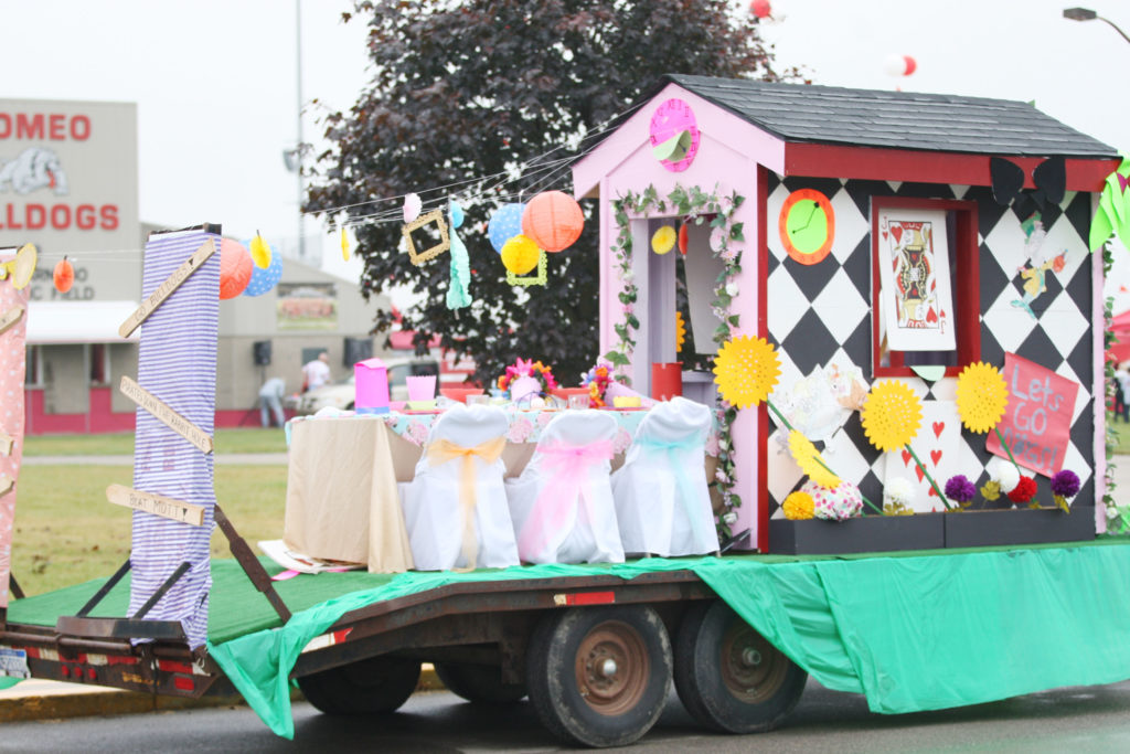 Senior float (Photo by Mike Nicley)